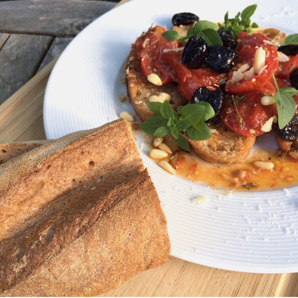 Tomaten Brot Salat Oliven glutenfrei