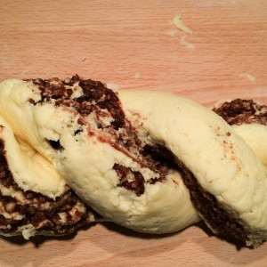 Osterzopf wickeln Rezept glutenfrei