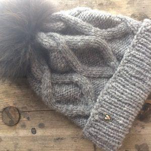 Winter Mütze Anleitung Zopfmuster selbstgestrickt