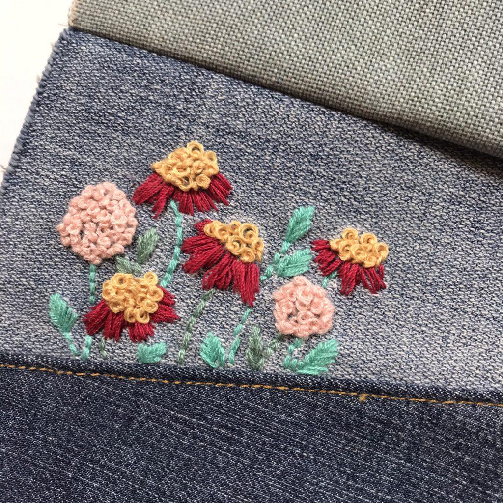 Blumen sticken auf Jeans