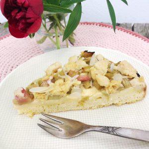 Rhabarberkuchen mit Puddingcreme und Streusel glutenfrei